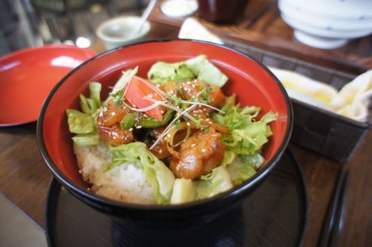 カレーうどん コマチンカフェ 日野春とり丼
