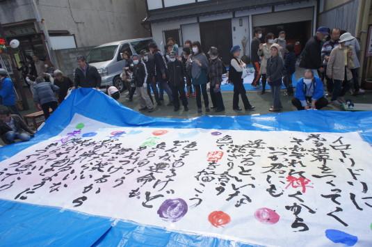 紙のまち生き活き祭り 甲府西高 完成
