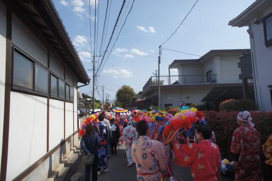 おみゆきさん 三社神社神輿 街中へ
