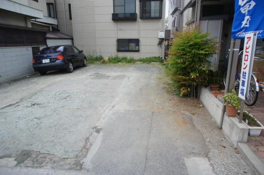 四角いクレープ アピロン 駐車場