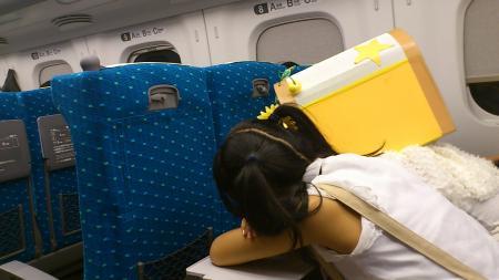 新幹線で爆睡中