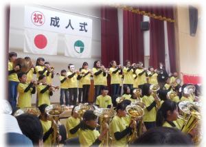 H26成人式アトラクション金管バンド1
