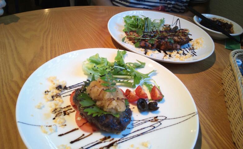 おろしハンバーグと阿波尾鶏の味噌漬け