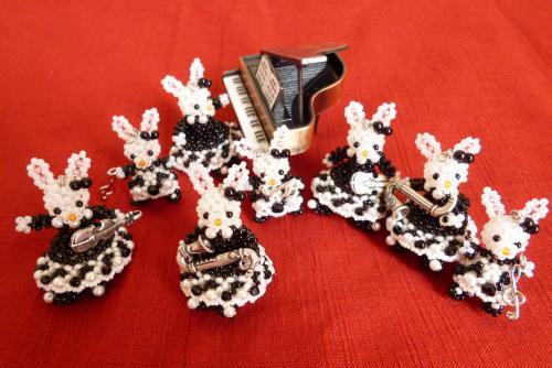 ウサギの姉妹の楽団