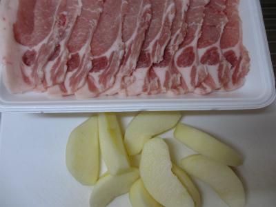 リンゴの豚肉巻き