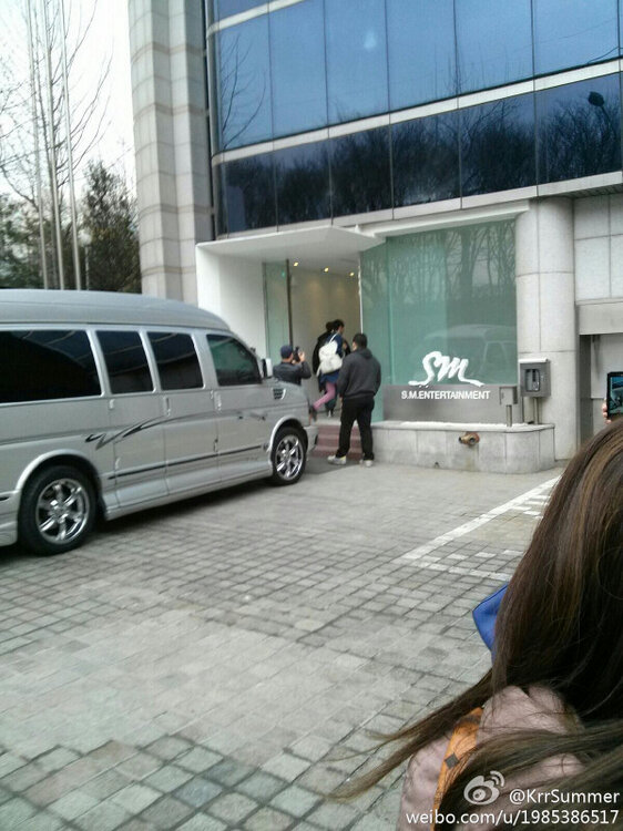 322 Changmin at SM bulding today