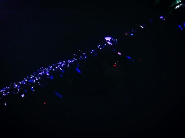 Purple line今日のパープルライン中にファンが紫のペンライトで紫色の海を作ったそうです。