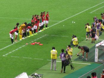 サッカー、 浦和 対 甲府 ― ロスタイムに同点、スタジアムは氷結!