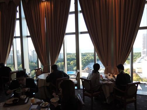 ホテルフランクスの朝食は、オーシャンビューを眺めながら。(シュトゥルーデルデニッシュ)