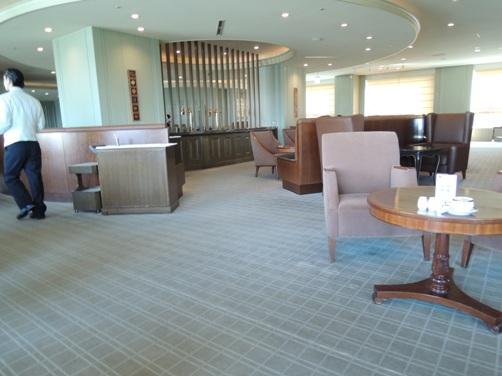 帝国ホテル本館 「インペリアルラウンジ アクア」においてアフタヌーンティーを楽しんでみる。 ③ サービス、紅茶編