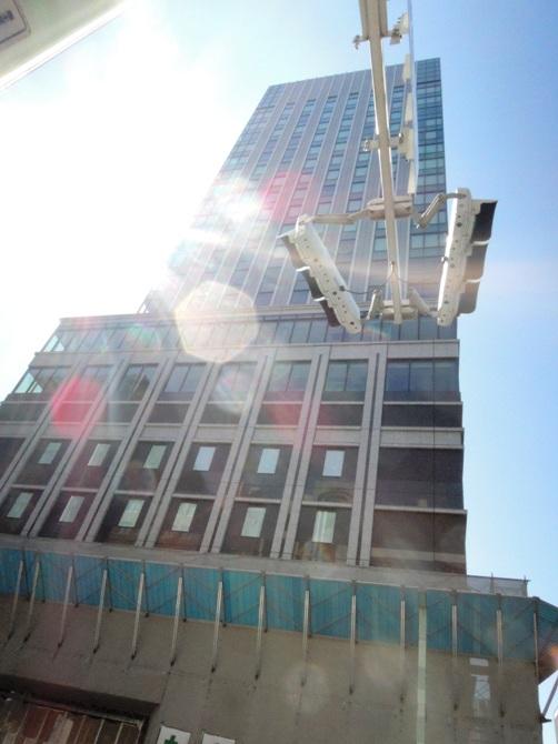 マリオネット系ホテルが入居予定の「京橋トラストタワー(新築工事中)」を撮影