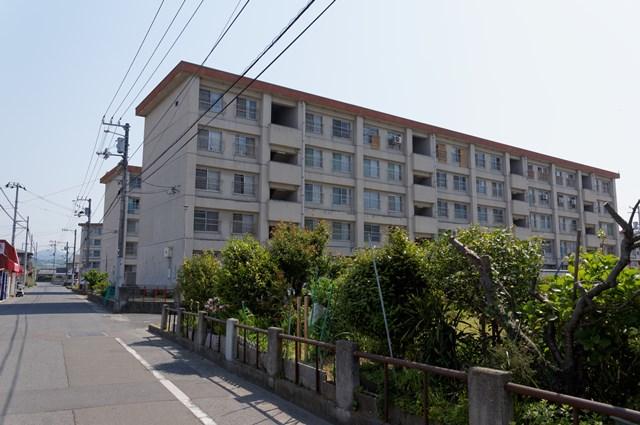 愛媛県営森松団地の中層住棟群
