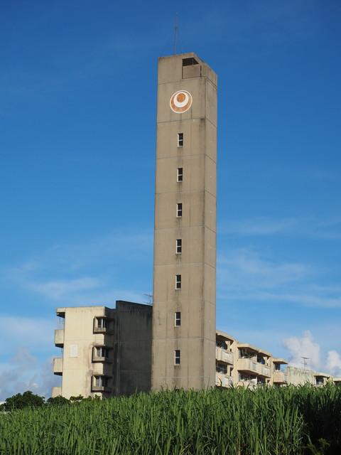 沖縄県営大頓団地の給水塔