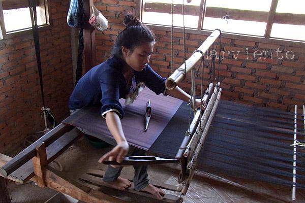 ラオスの織り人1