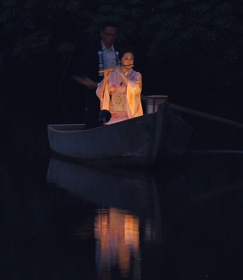 兼六園 夜の霞ヶ池に笛の音