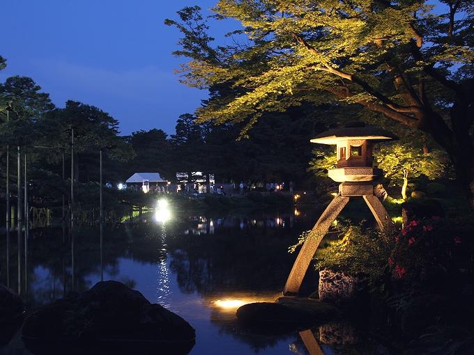兼六園ライトアップ「初夏の段」 ことじ灯篭