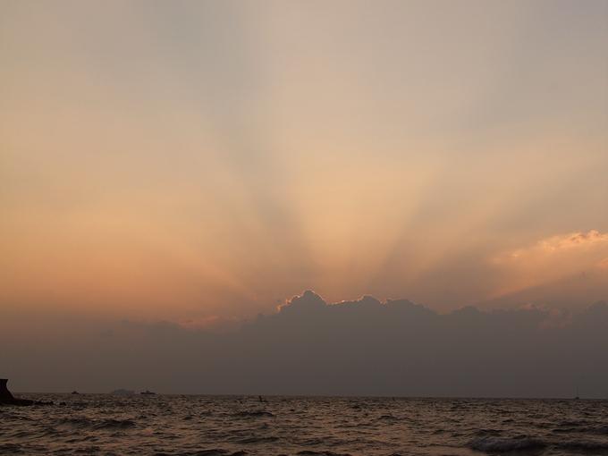 琵琶湖の薄明光線 松原水泳場より
