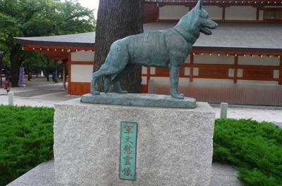 靖国神社軍犬慰霊像-12