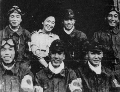 鳥濱トメさんと6人の特攻隊員