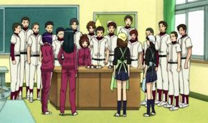 中央、ミドリのエプロンの後ろ姿が斉藤菜々子