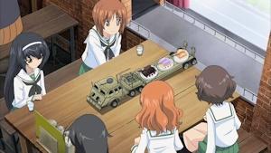 戦車喫茶でケーキセット