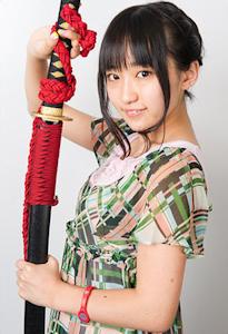 刀を持つ悠木碧