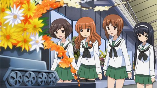 華さんの生け花。花瓶が戦車