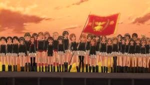 優勝旗を掲げるみほ
