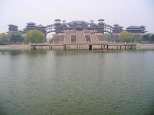 中央電視台中国影視城にある銅雀台