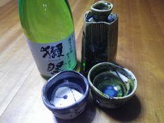 [写真]開園祝いに頂いた盃と徳利と大吟醸
