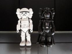MINI DARTH VADER™ (KAWS VERSION)