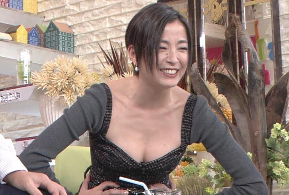 宮沢りえ 乳出し衣装キャプ画像(エロ・アイコラ画像)