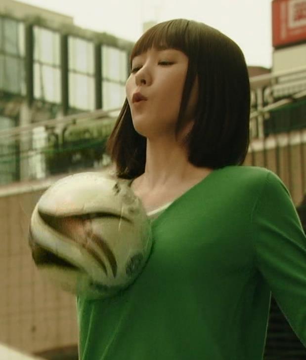 新垣結衣 の胸に触れるキャプ画像(エロ・アイコラ画像)