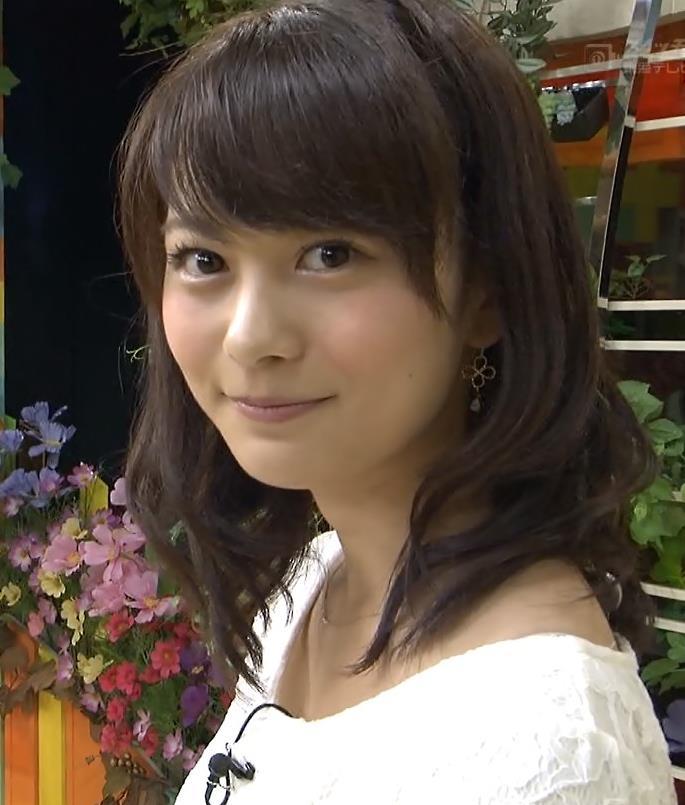 高見侑里 かわいい表情とミニスカートキャプ画像(エロ・アイコラ画像)