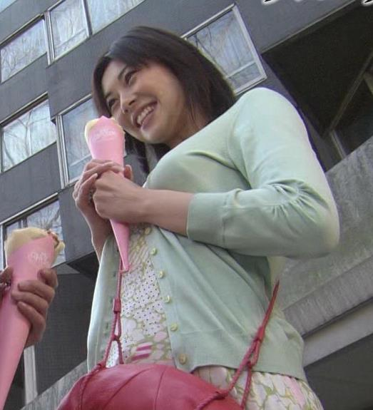 伊東美咲 下からおっぱいキャプ画像(エロ・アイコラ画像)