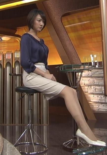 大島由香里 カラダのラインがでたタイトスカートキャプ画像(エロ・アイコラ画像)