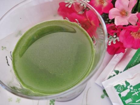 元気とキレイを応援する 飲みやすい「ローヤルゼリー青汁」!